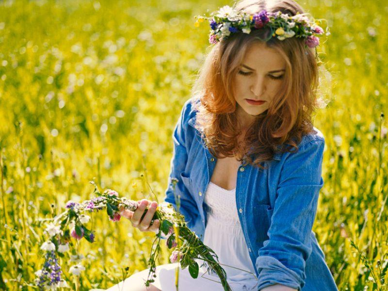 midsummer girl flowers nordic