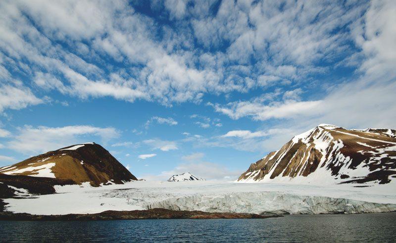 arctic spitsbergen mountain and glacier qe