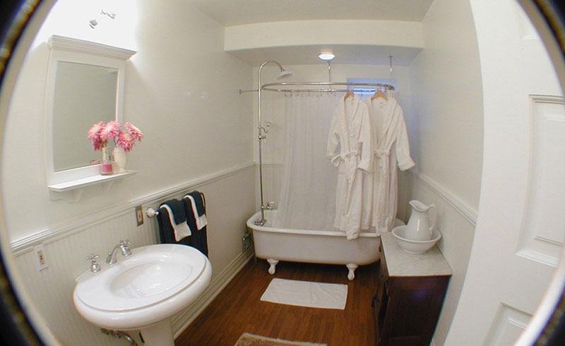 alaska capital inn bathroom