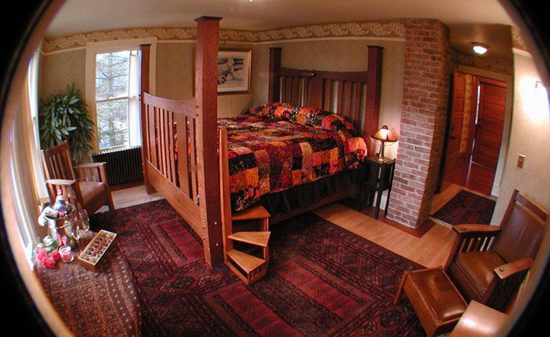 alaska capital inn bedroom