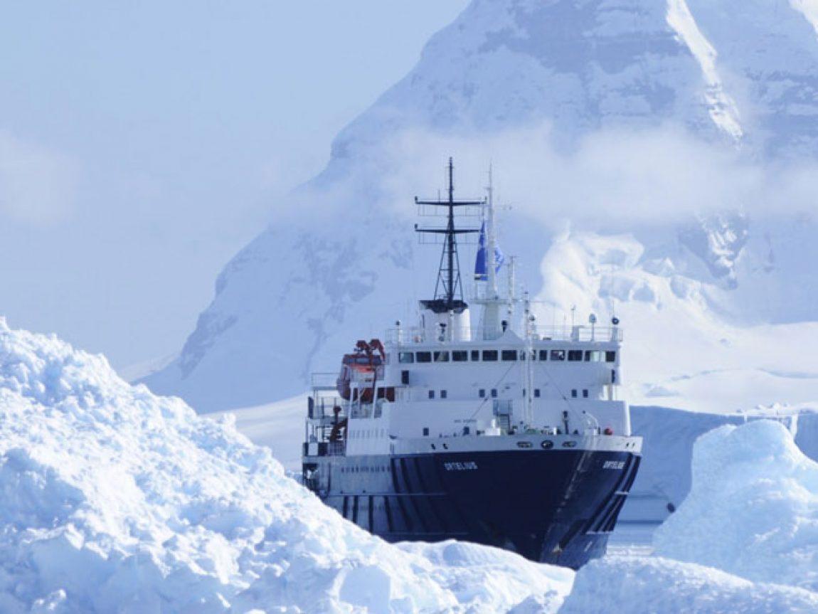 antarctica ortelius ship sailing through icy waters