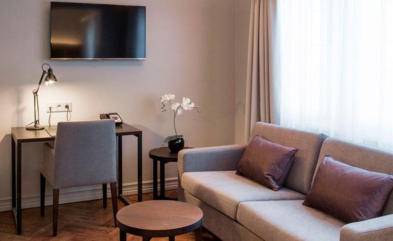 apotekhotel reykjavik deluxe room tv sofa