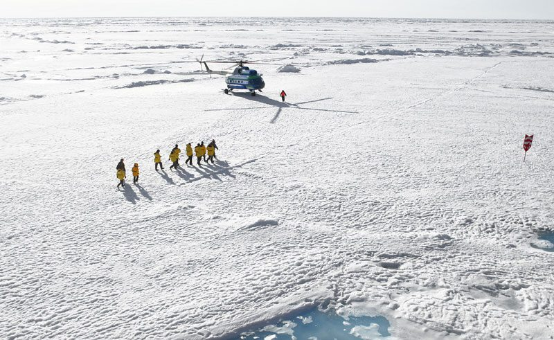 arctic north pole helicopter landing qe