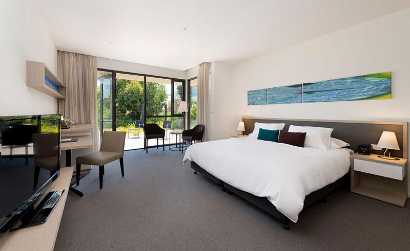 australia victoria flinders hotel bedroom 2