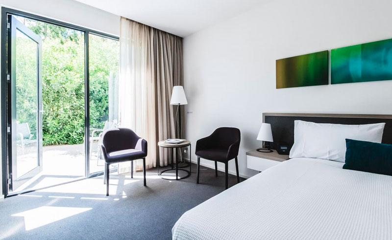 australia victoria flinders hotel bedroom