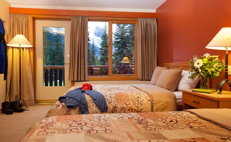 bugaboo lodge guest room