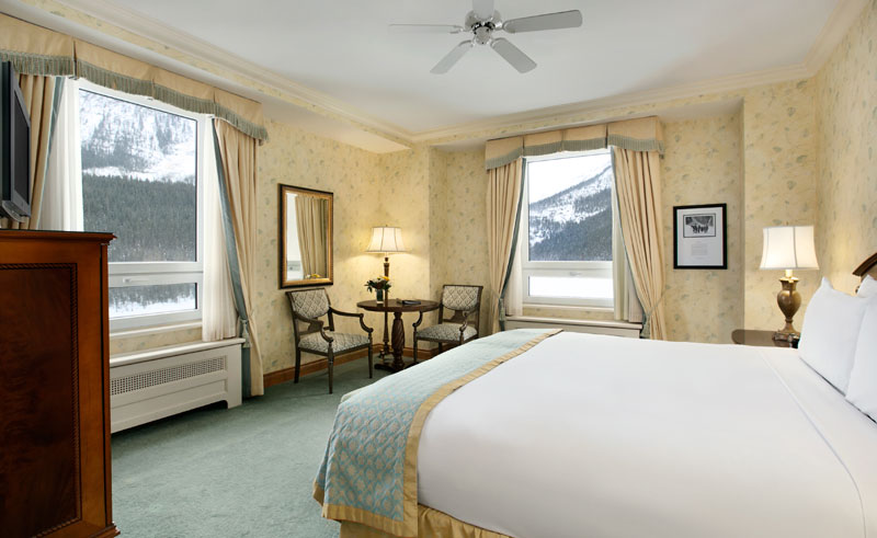 chateau lake louise deluxe lakeview room