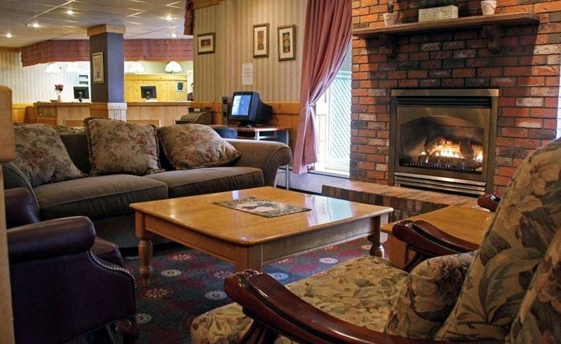 coast high country inn lounge