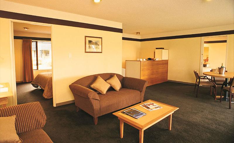 edgewater resort guestroom