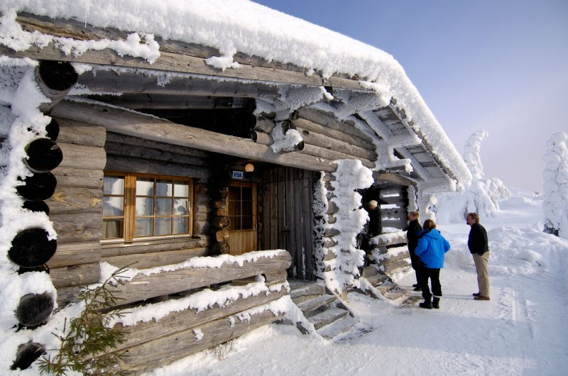 finland winter log cabin iso syote