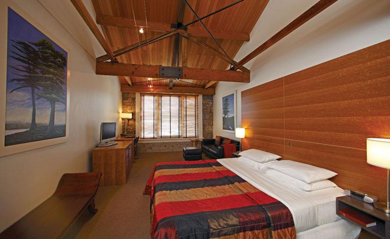 henry jones art hotel guestroom