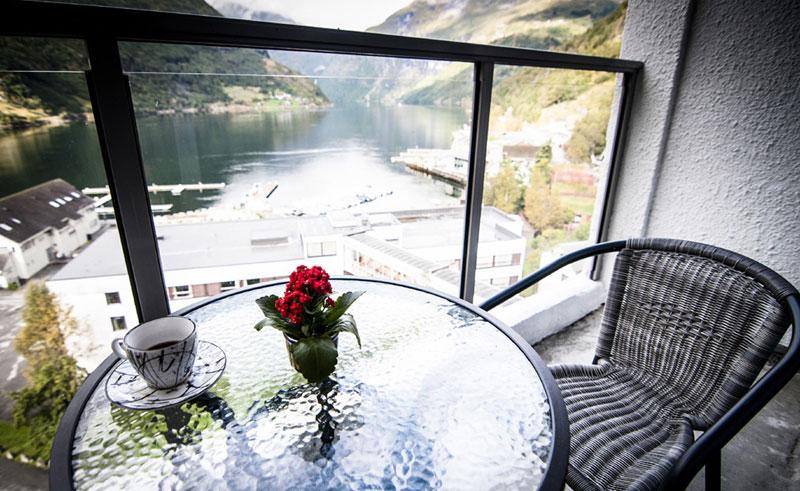 hotel geiranger balcony