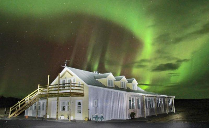 hotel laekur exterior northern lights