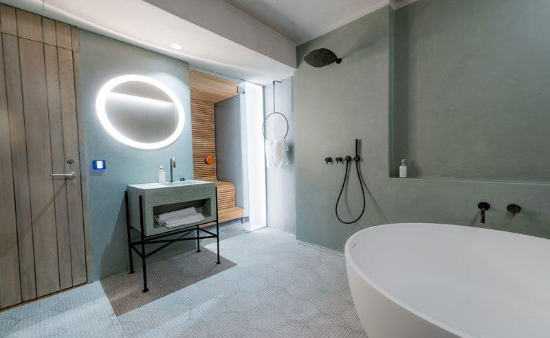 icehotel365 deluxe suite bathroom