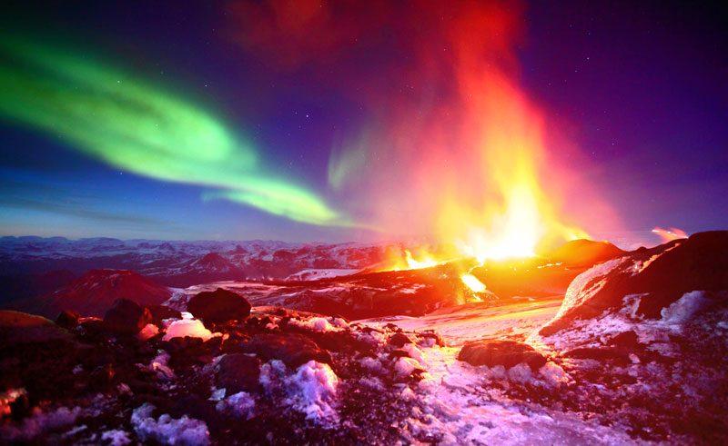 iceland aurora and volcano fimmvorduhals eruption ja