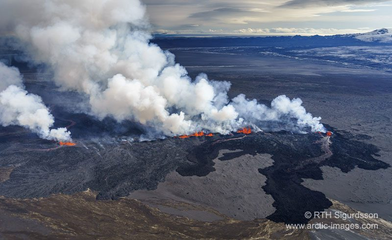 iceland bardarbunga volcanic eruption from air rth