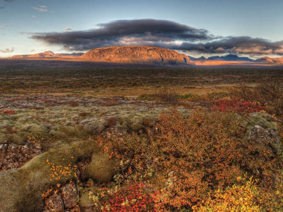 iceland highlands mountain backdrop