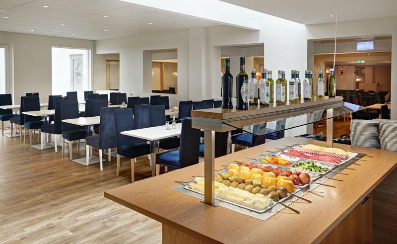 iceland reykjavik hotel klettur breakfast area