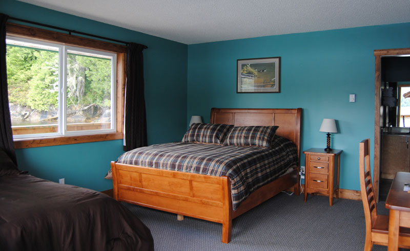 knight inlet lodge room
