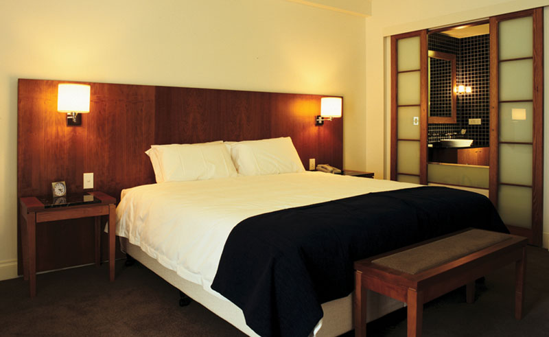majestic roof lodge guestroom