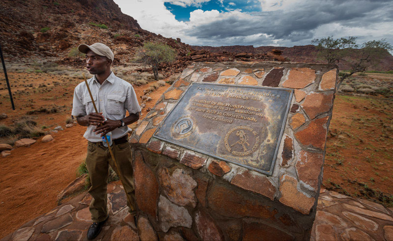 namibia twyfelfontein guide rth