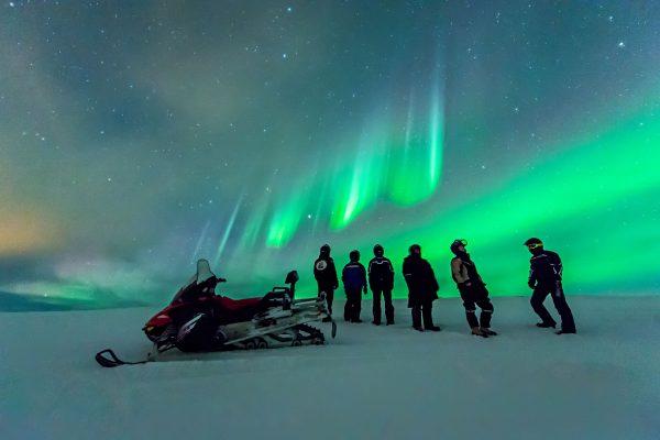 norway snowmobiles and aurora arctic coast htgrtn