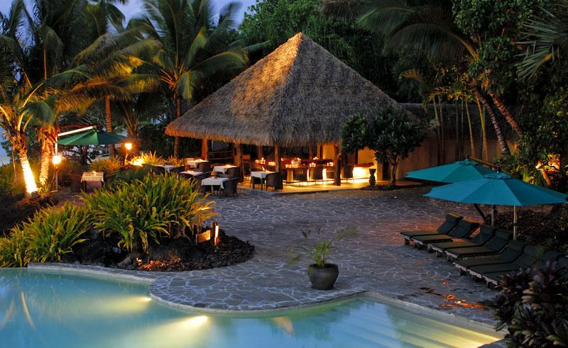 pacific resort aitutaki pool and bar