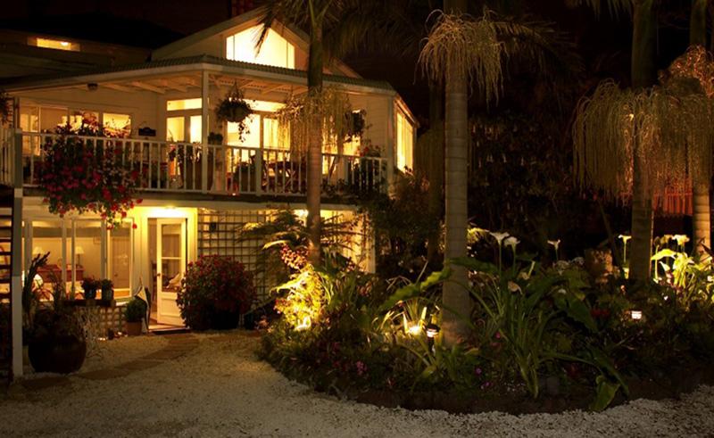 peace and plenty inn night