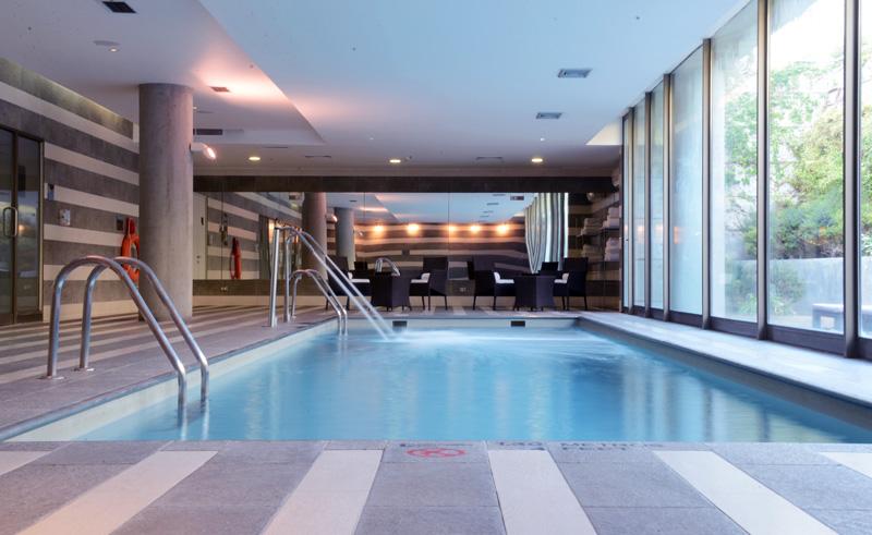 santiago holiday inn airport pool