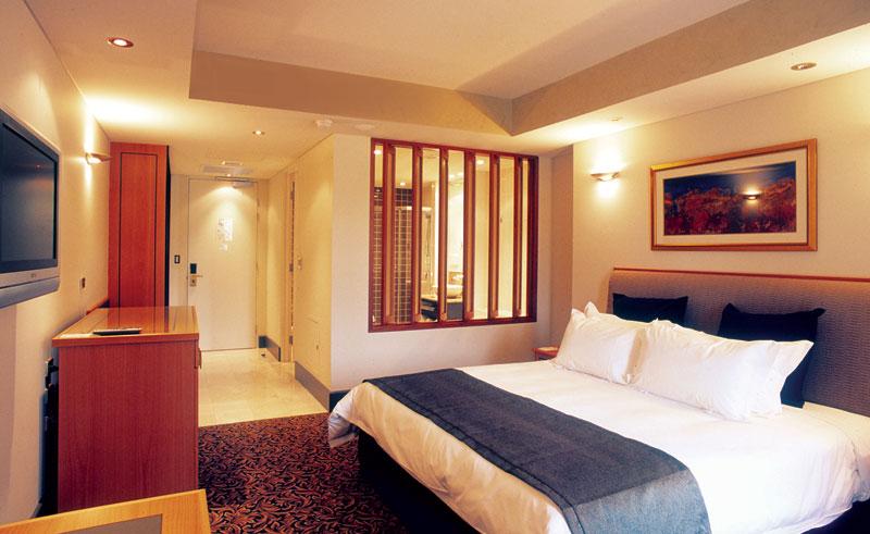 skycity darwin superior spa room