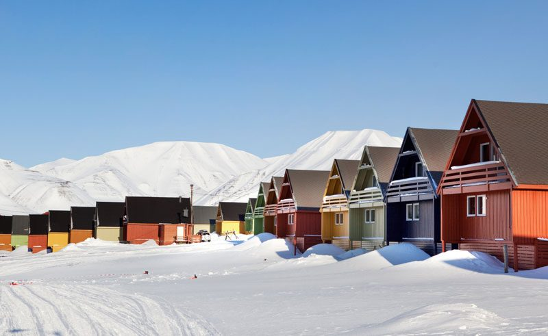 spitsbergen longyearbyen winter coloured buildings do