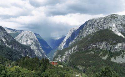 stalheim hotel mountain vie