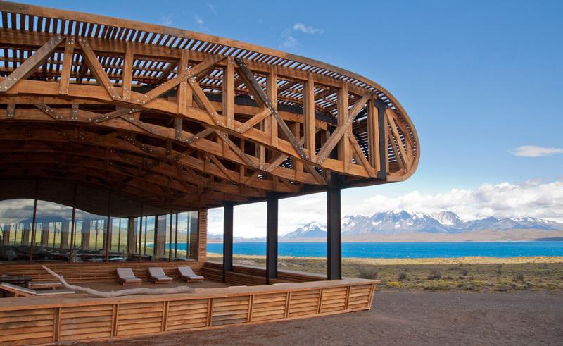 torres del paine tierra patagonia exterior lake view