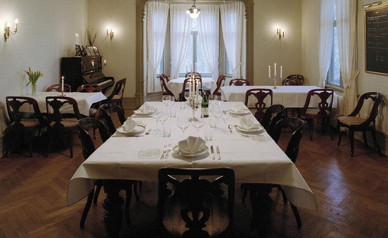 villa sjotorp dining