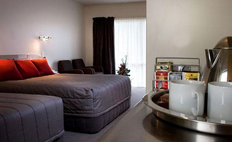white morph motor inn guestroom