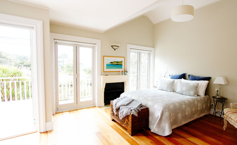 970 lonely bay lodge bedroom