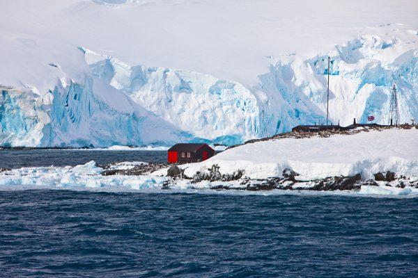 antarctic peninsula port lockroy hut istk