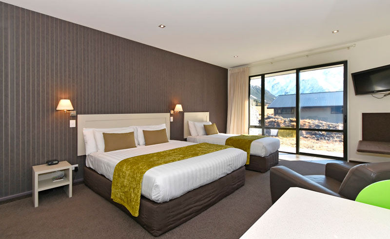 aoraki court motel bedroom