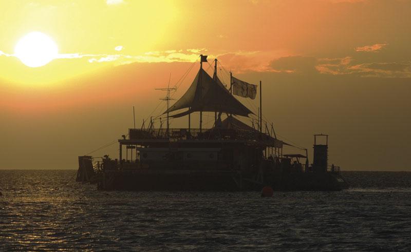australia whitsundays cruise reef sleep sunset tour