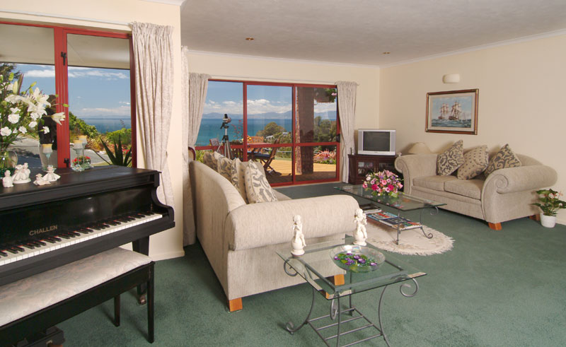 bellbird lodge guest lounge