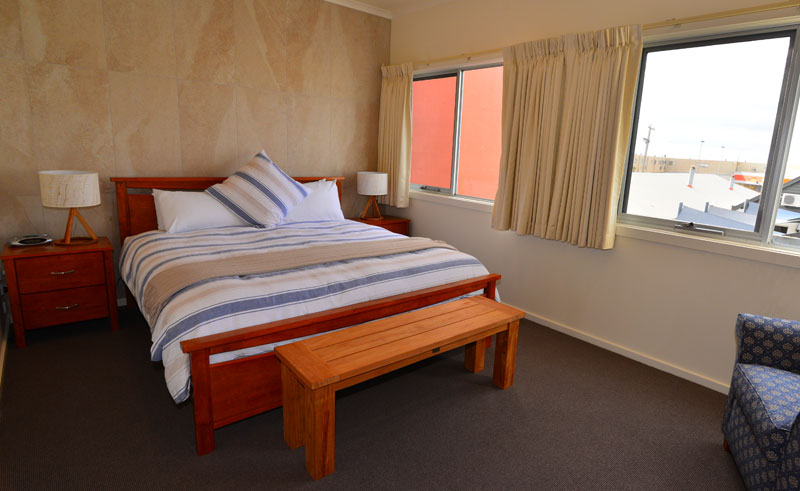captains at the bay top deck bedroom a