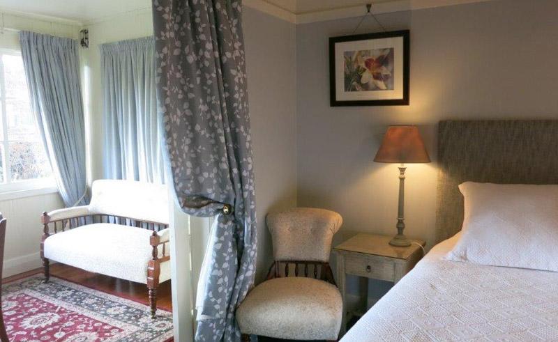 cheltenham house bedroom2