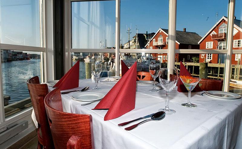 henningsvaer brygge hotel dining
