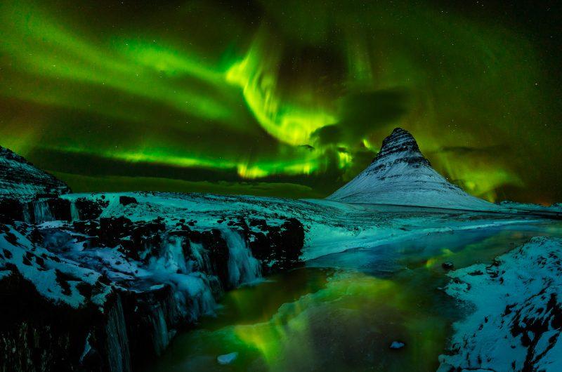 iceland snaefellsnes kirkjufell aurora green istk