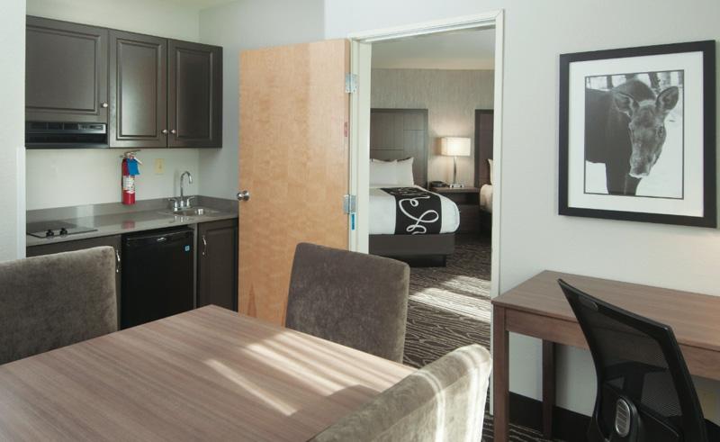 la quinta inn and suites fairbanks suite