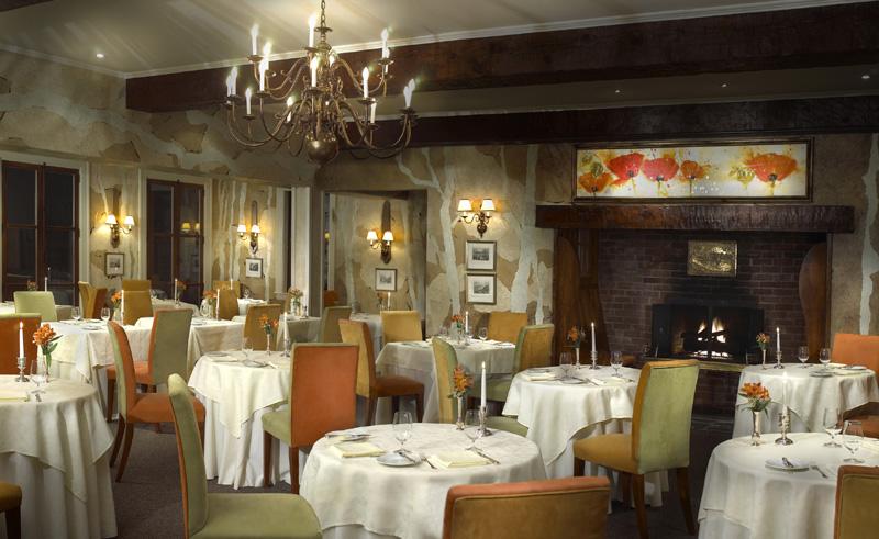 manoir hovey hotel dining room