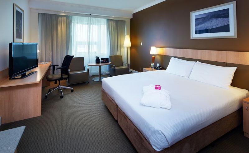 mercure hotel perth superior queen bedroom