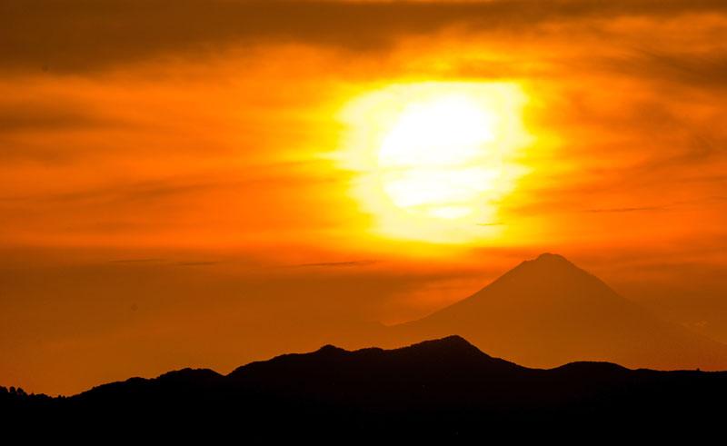 new zealand tongariro guided walk sunset over volcano
