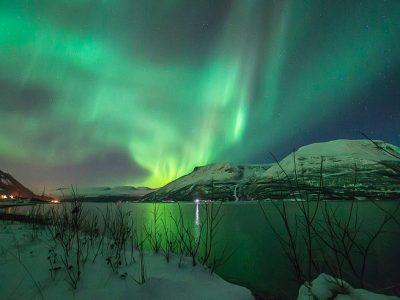 northern norway tromso aurora over mountains dt