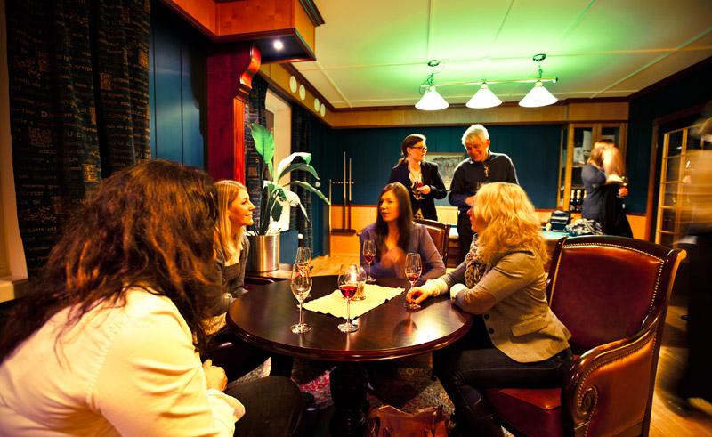 radisson blu polar hotel bar